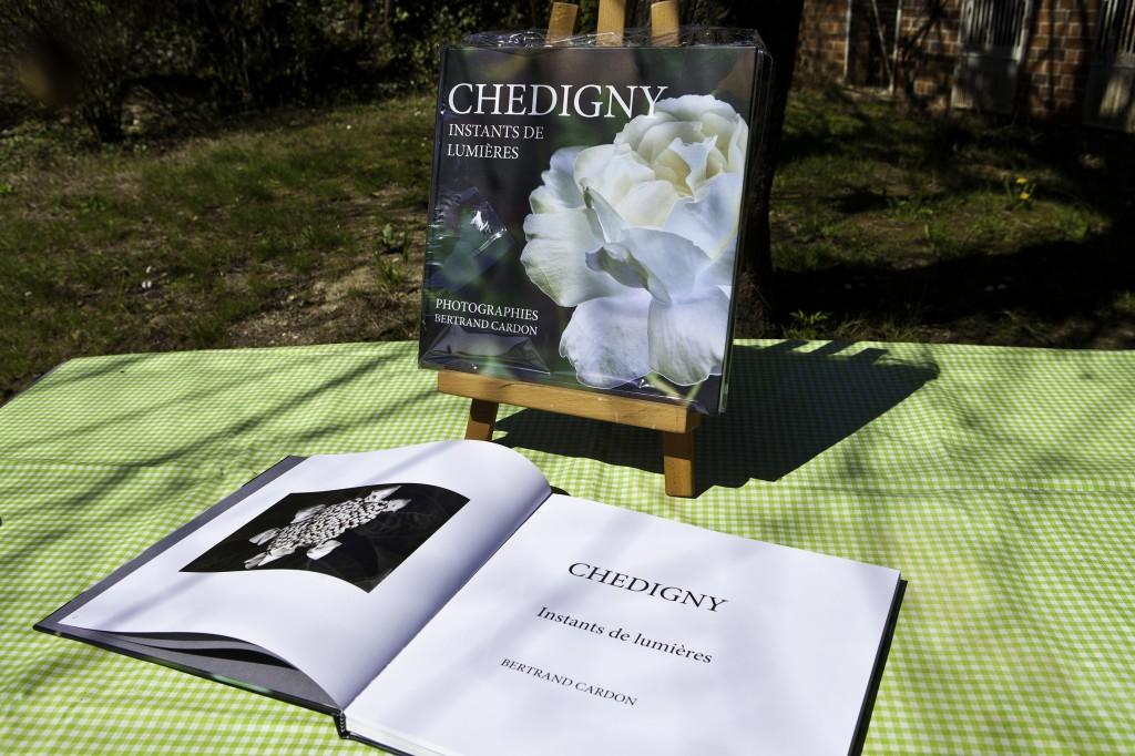 Livre 30x30-142 pages en édition limitée, numérotée, signée.  120 € sur commande.